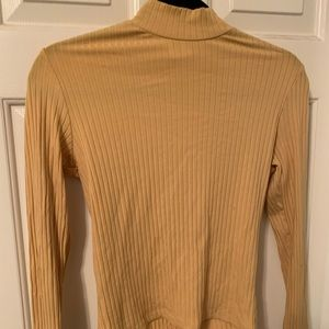 TILLY'S Yellow Turtleneck | Size M |